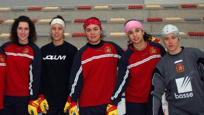 Integrantes de la selección femenina de hockey sobre patines que disputará el Campeonato de Europa 2013, en Mieres.