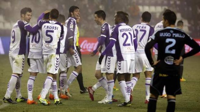 Javi Guerra celebra uno de sus goles en el Valladolid - Celta.