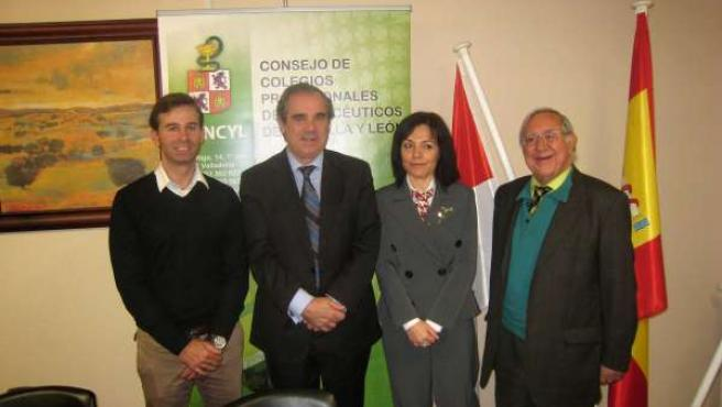 Asistentes al acto de firma del convenio entre Concyl y la Universidad Isabel I