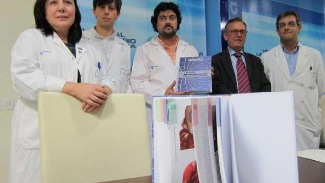 Autores Junto A Responsables De La Administración Sanitaria En Salamanca