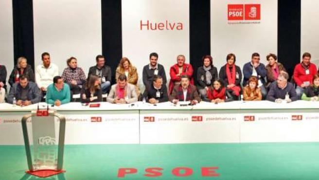 El comité provincial del PSOE de Huelva, reunido en Nerva.