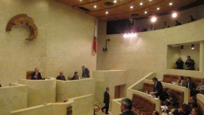 Enfrentamiento entre Eduardo Van den Eynde (PP) y Juan Guimerans (PSOE)