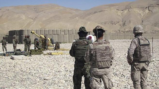 Foto facilitada por el ministerio de Defensa en la que una unidad de la brigada 3/207 del Ejército Nacional de Afganistán (ANA) es asesorada por militares españoles.
