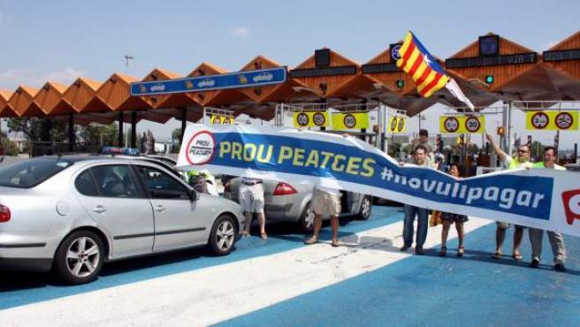 Imagen de archivo de una de las protestas de la campaña #novullpagar en el peaje de Mollet, en julio de 2012.