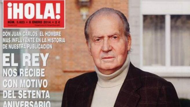 El rey posa en los jardines del Palacio de la Zarzuela para la revista ¡Hola!.