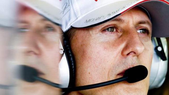 Michael Schumacher, en el circuito Albert Park durante el GP de Melbourne (Australia). El expiloto alemán, siete veces campeón de F1, está en estado crítico tras sufrir una caída esquiando en Los Alpes franceses.
