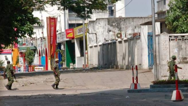 Fuerzas de seguridad de la República Democrática del Congo patrullan las calles de Kinshasa, la capital.