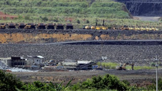 Vista general de un área donde se realizan los trabajos de ampliación del Canal de Panamá.
