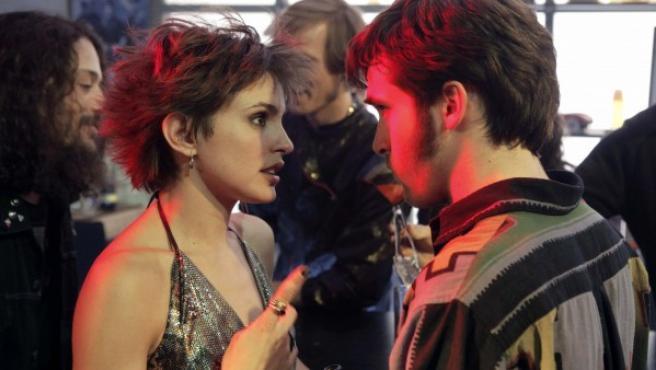 Imagen promocional de la nueva temporada de 'Cuéntame como pasó' con Verónica Echegui y Ricardo Gómez.