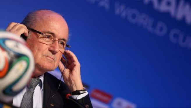 El presidente de la FIFA Joseph Blatter, durante una conferencia de prensa en Brasil previa al sorteo del Mundial.