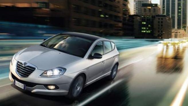 El coche incorpora modificaciones estéticas, así como elementos adicionales de equipamiento y ha experimentado un cambio en la gama.