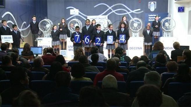 El número 76.254 ha sido agraciado con el premio gordo del sorteo extraordinario de 'El Niño'.
