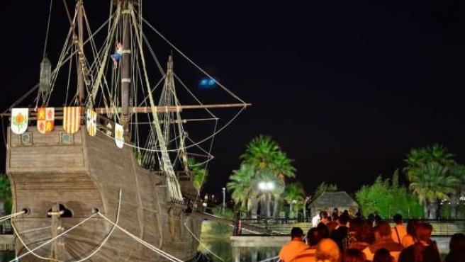 Actividad nocturna en El Muelle de las Carabelas en La Rábida.