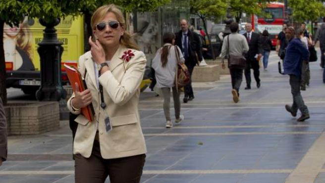 La infanta Cristina, a su salida este martes de su trabajo en la central barcelonesa de La Caixa.