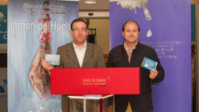 El alcalde de Aracena y el presidente de la DOP Jamón de Huelva.