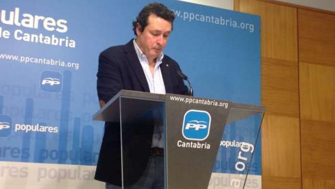 El diputado del PP Iñigo Fernández en rueda de prensa