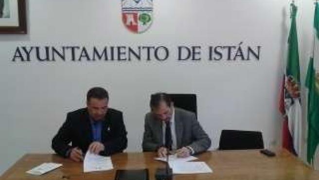 Firma del acuerdo entre Istán y el Colegio de Abogados de Málaga