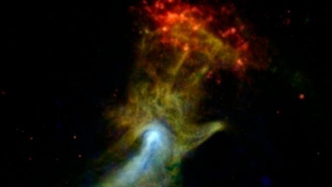 Se la conoce como 'La Mano de Dios', pero en realidad se trata de una nebulosa situada a unos 17.000 años luz de nuestro planeta que se ha formado por el material expulsado de una estrella que explotó y se convirtió en supernova. La NASA logró esta insólita fotografía hace unas semanas.