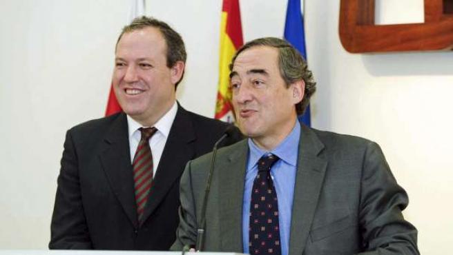 Foto facilitada por CECALE de su presidente, Jesús Terciado (izquierda), y el candidato a la presidencia de CEOE, Juan Rosell.