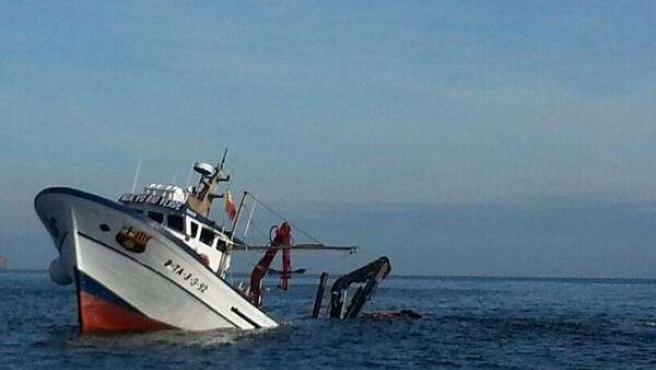 Barco pesquero hundido ante las Illes Formigues