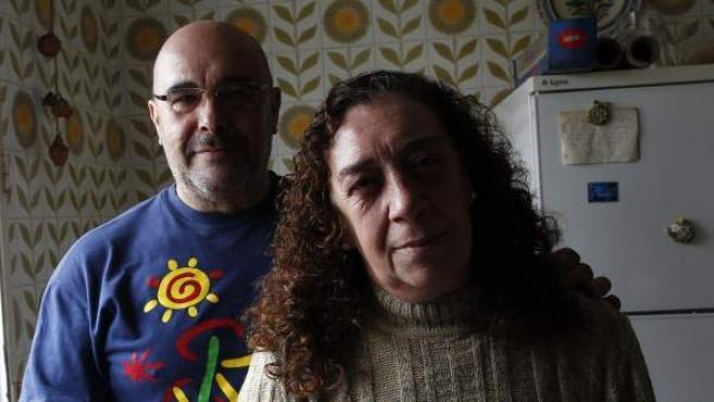 """Rosa y Antonio, un matrimonio de Valdemorillo que no puede pagar los recibos de su hogar: """"Estamos ahogados. Nuestros ahorros no dejan de bajar y las facturas siguen subiendo""""."""