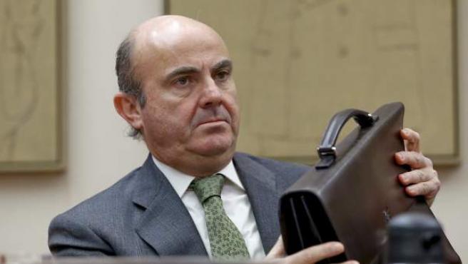 El ministro de Economía y Competitividad, Luis de Guindos, durante su comparecencia en la Comisión de Economía en el Congreso de los Diputados para informar de la situación de la economía española.