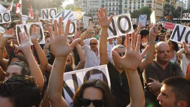 Cientos de manifestantes se concentran contra la corrupción.