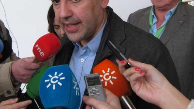 Mario Jiménez, hoy ante los medios