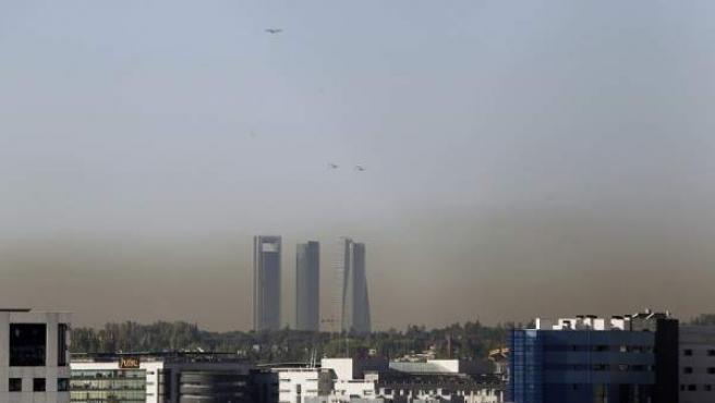 Vista del cielo de Madrid, cubierto por una 'boina' de contaminación.