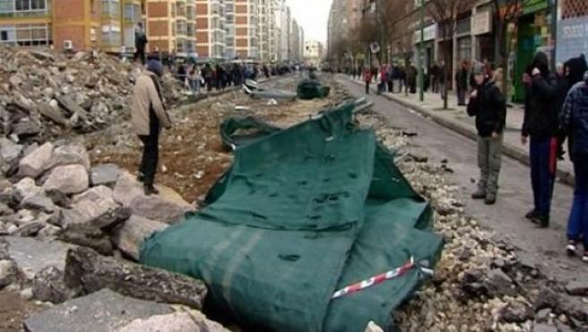 La zanja para construir un bulevar en la calle Vitoria del barrio burgalés de Gamonal.