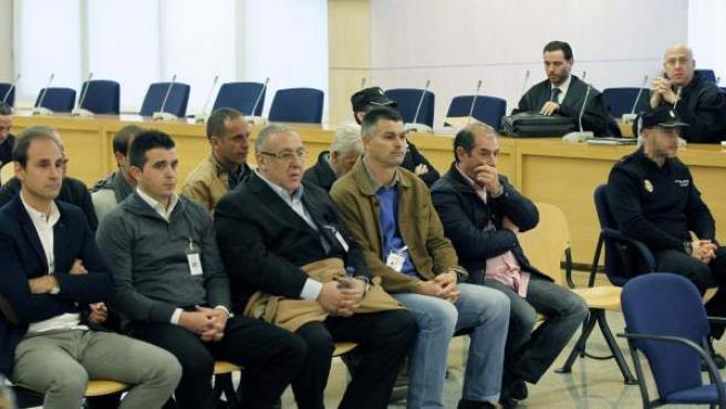 """Los nueve acusados de la """"Operación Ciclón"""" para los que el fiscal pide hasta 15 años de cárcel por introducir en España una tonelada de cocaína, durante el juicio en la Audiencia Nacional."""