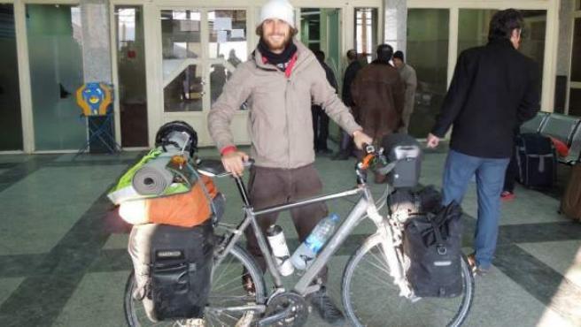 El ciclista Javier Colorado, durante su vuelta al mundo en una imagen tomada en Irán.