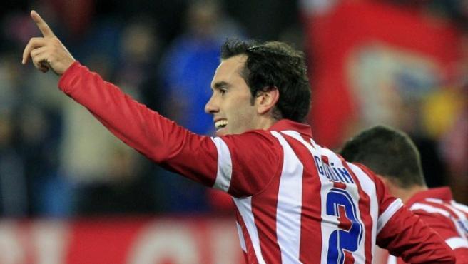 El defensa uruguayo del Atlético de Madrid Diego Roberto Godín celebra el gol que ha marcado ante el Athletic.