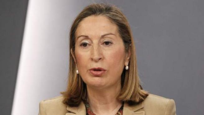 La ministra de Fomento, Ana Pastor, en rueda de prensa.