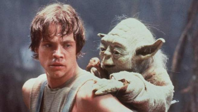 Mark Hamill, en el papel de Luke Skywalker y junto a Yoda en 'El Imperio Contraataca'.