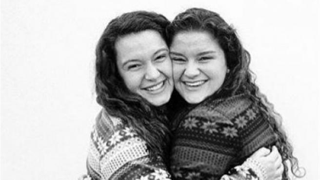 Dos amigas de la universidad descubrieron que eran hijas del mismo donante de esperma.