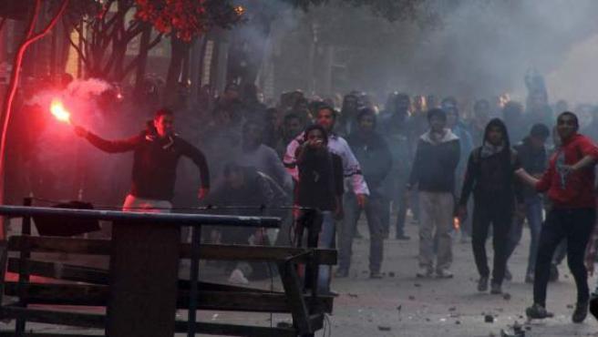 Simpatizantes de los Hermanos Musulmanes protestan contra el Ejército en el tercer aniversario de la revolución que derrocó a Mubarak.