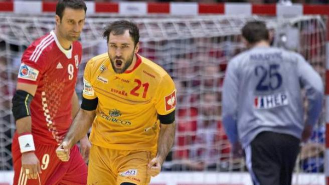 Joan Cañellas celebra un gol en el partido por el bronce del Europeo de balonmano de Dinamarca.
