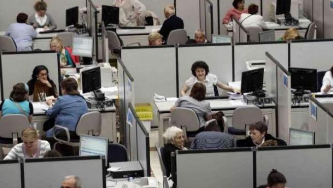 Trabajadores de la administración pública.