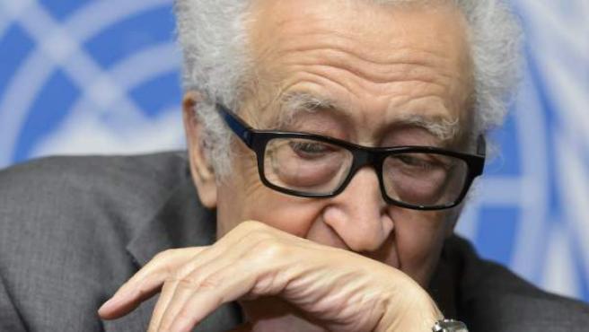El mediador en el proceso de paz para Siria, Lajdar Brahimi, ofrece una rueda de prensa en la sede de Naciones Unidas