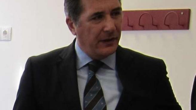 El consejero de Sanidad, Bienestar Social y Familia de Aragón, Ricardo Oliván