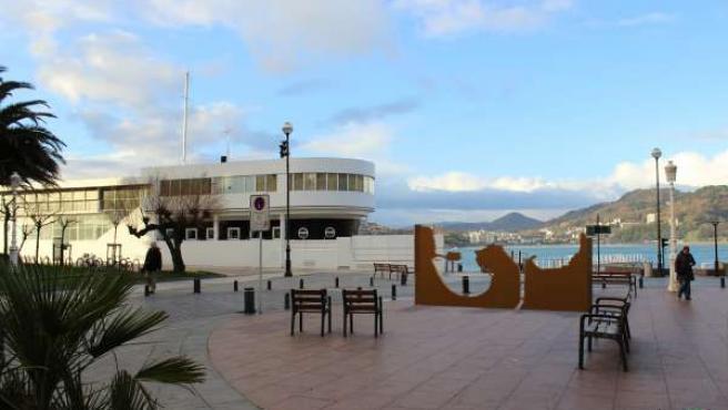 Escultura en recuerdo fusilados del franquismo en Donostia