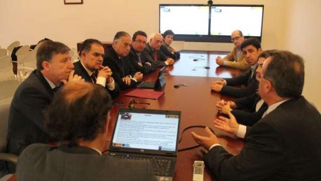 Senadores y parlamentarios del PP de Huelva conocen el proyecto CEUS en Moguer.
