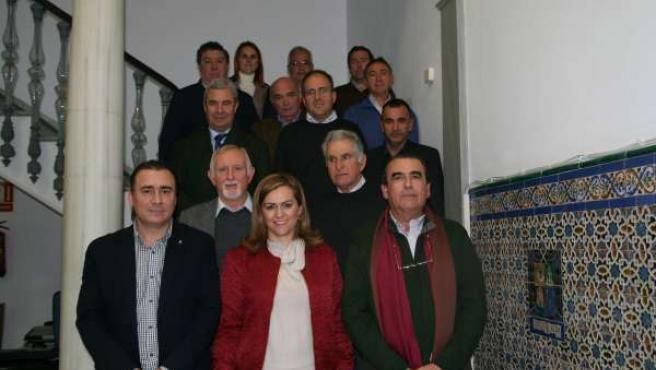 La consejera andaluza de Medio Ambiente, María Jesús Serrano, con regantes