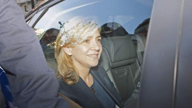 La infanta Cristina dentro de un vehículo, en una imagen de archivo.