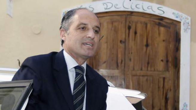 El expresident de la Generalitat Francisco Camps, a su llegada a la sede del Consell Jurídic Consultiu (CJC) para testificar por escrito en el marco del 'caso Nóos'.