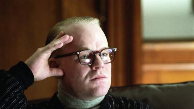 Philip Seymour Hoffman, en un fotograma de 'Capote', la película que lo catapultó a la fama y por la que logró un Oscar en 2006.