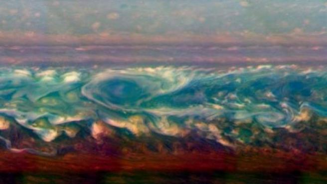 Progreso de una tormenta en Saturno.