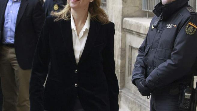 La infanta Cristina, en el momento de su llegada a los juzgados de Palma para declarar como imputada por el 'caso Nóos'.