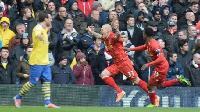 El defensa eslovaco del Liverpool Martin Skrtel celebra uno de sus goles ante el Arsenal.